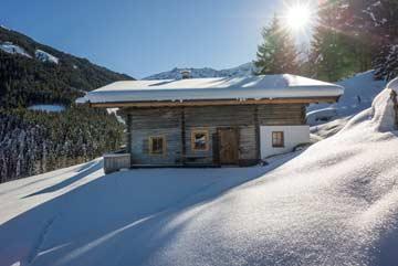 Neuschnee an der Hütte Kelchsau