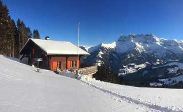 Bilderbuch-Skihütte