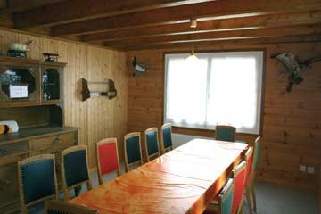 Hüttenstube mit offener Küche