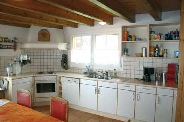 Gut ausgestattete Küche im Ferienhaus Braunwald
