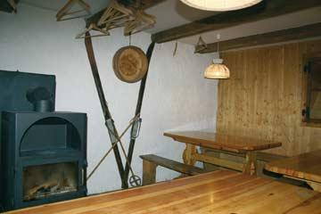Hüttenstübli mit Holzofen
