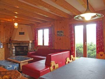 Chalet in Les Collons - schöner Wohnraum mit offenem Kamin